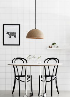 How to warm up a room with cork Dinner Room, Wishbone Chair, Rum, Cork, Small Spaces, Beautiful Homes, Printer, Lights, Black And White