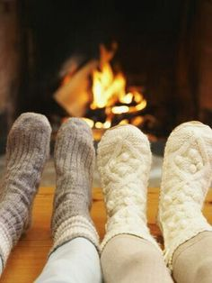 Afbeelding via We Heart It https://weheartit.com/entry/148275600 #christmas #cozy #fireplace #socks #vacation #warm #winter