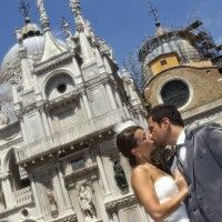 A kiss in Venice  www.wedding-venice.net  #Wedding #Venice