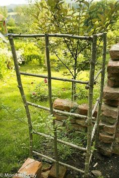 Diy garden trellis - The soul in a northern garden Unique Garden, Diy Garden, Garden Cottage, Farm Gardens, Small Gardens, Outdoor Gardens, Potager Garden, Garden Trellis, Garden Hedges