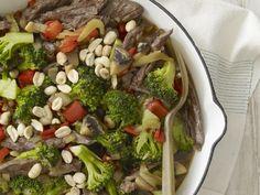 Probieren Sie die leckeren Rinderstreifen mit Erdnüssen und Brokkoli von Eat Smarter oder eines unserer anderen gesunden Rezepte!