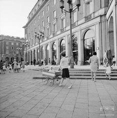 Nowa Huta, pl. Centralny (obecnie pl. Centralny im. R. Reagana) - fragment Polish People, Ppr, Krakow, Warsaw, City Photo, Maine, Period, Cities, Street View