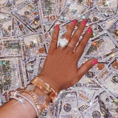 Original image belongs to durranipopal Make that money bling. Boujee Aesthetic, Badass Aesthetic, Bad Girl Aesthetic, Aesthetic Collage, Aesthetic Vintage, Aesthetic Photo, Aesthetic Pictures, Queen Aesthetic, Aesthetic Pastel Wallpaper
