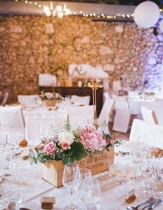 un mariage rustique chic chic rustic wedding / photographer mya photography / posted on withalovelik Chic Wedding, Trendy Wedding, Wedding Events, Rustic Wedding, Weddings, Wedding Ideas, Wedding Ceremony Decorations, Wedding Centerpieces, Photography Jobs