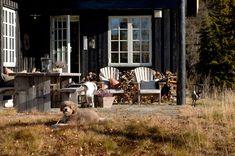 - gravity-gravity: Norwegian cabin via. Building A Cabin, Rustic Kitchen Design, Scandinavian Living, Outdoor Furniture Sets, Outdoor Decor, Modern Country, Modern Rustic Interiors, Black House, Log Homes