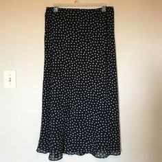 Le Suit polka dots skirt Size 24 New no tags ,long,lined,elastic waist skirt . Polyester Fits nicely to size 22 and 24 Le Suit Skirts Maxi