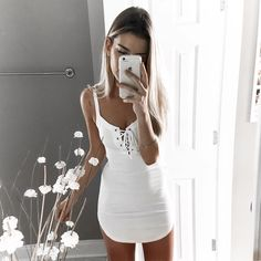 """KELSEY ❂ FLOYD auf Instagram: """"Soooo maybe my favorite color is white  >> dress from @necessaryclothing ✨"""""""