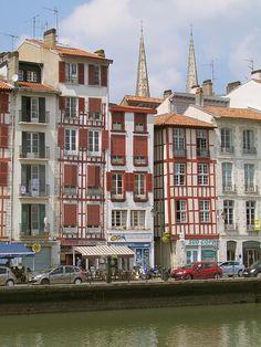 Les Quais de la Nive, Bayonne, France