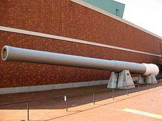 16-inch gun from battleship Mutsu outside the Yamato Museum in October 2008.JPG