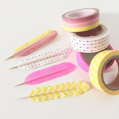 Make feathers with washi tape and toothpicks - so cute for cupcake toppers! Do you love washi tape ideas? There's no telling what you can create and decorate with the tons of different washi tape colors … Kids Crafts, Diy And Crafts, Craft Projects, Projects To Try, Arts And Crafts, Easy Crafts, Cinta Washi, Washi Tape Crafts, Washi Tapes
