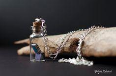Petits livres dans un collier de bouteille  par MalenaValcarcel