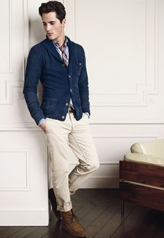 Paired with cardigan and plaid knit tie, cream colored jeans with boots tilts the look towards casual, with boat shoes you get a smarter look. With oxford lace ups, you can even wear this look to the office. Men's Fashion, Mens Fashion Blog, Fasion, Fashion Photo, Winter Fashion, Smart Casual Men, Stylish Men, Casual Chic, Sartorialist