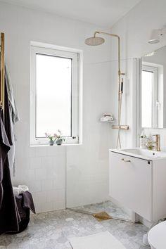 Bathroom Inspo, Bathroom Inspiration, Master Bathroom, Interior Decorating, Interior Design, Tiny House, Small Spaces, New Homes, Bathtub