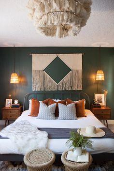 Green Master Bedroom, Earthy Bedroom, Boho Bedroom Decor, Boho Room, Master Bedroom Design, Home Bedroom, Hunter Green Bedrooms, New Room, Decoration