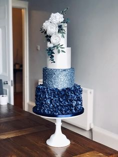 25 cakes we love by Scottish wedding cake designers - Scottish Wedding Scottish Wedding Cakes, Fancy Wedding Cakes, Beautiful Wedding Cakes, Wedding Cake Designs, Beautiful Cakes, Elegant Wedding Cake Design, Winter Wedding Cakes, Blue Wedding Cupcakes, Different Wedding Cakes
