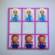Tic Tac Toe Frozen hama mini/midi beads by enfrikarte Mini Hama Beads, Hama Mini, Pearler Bead Patterns, Perler Patterns, Hama Bead Boards, Motifs Perler, Peler Beads, Bazaar Crafts, Sewing Projects