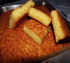 A Receita de Bolo de Aipim com Coco é prática e deliciosa. Basta bater todos os ingredientes do bolo no liquidificador, levar ao forno por cerca de 40 minu