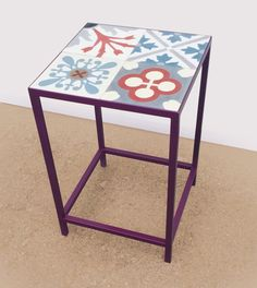 Side table in steel and hydraulic mosaic tiles. Mesa rinconera en hierro y baldosas hidráulicas.
