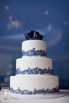 A beautiful white cake with indigo blue lace trim. Photo Source: dmpj. #weddingcake #white #indigoblue