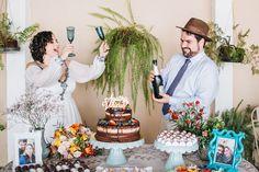 Felicidade dos noivos no momento do brinde em comemoração pós casamento na igreja em Limeira. #noivos #weddingDIY