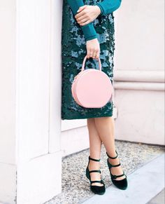 394fa23f5eaf Circle bag from Mansur Gavriel and holiday outfit Cute Bags