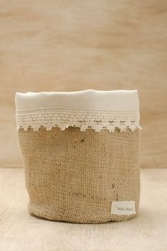 Cestos De Arpillera / Canastos De Arpillera Grande - $ 270,00 en MercadoLibre Burlap Crafts, Fabric Crafts, Diy And Crafts, Arts And Crafts, Burlap Sacks, Hessian, Fabric Storage Boxes, Art Deco Home, Sewing Baskets
