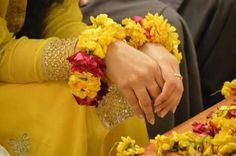 Wedding Gifts For Bride, Wedding Pics, Bridal Make Up, Wedding Wear, Floral Wedding, Wedding Jewelry, Mehndi Outfit, Mehndi Dress, Henna Mehndi