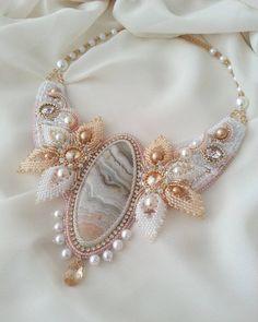 Ну и еще одна штучка, за выходные  #колье с агатом, жемчугом и кристаллами #Swarovski #жемчуг #кабошон #творю_с_kaboshon #artjewelry #beadwork #accessories #beadjewelry #necklace #beads #pearls #crystals #greenbirdme #агат #нежность #лето #мояработа #кабошон_ру #вышивка #украшения #кулон