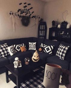 Try these exciting Halloween home decor ideas to bring in the creepy & spooky effect in your home for Halloween. These are all DIY Halloween Decor ideas. Halloween Living Room, Casa Halloween, Halloween Bedroom, Halloween Home Decor, Diy Halloween Decorations, Fall Home Decor, Autumn Home, Farmhouse Halloween, Pretty Halloween