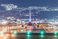 bochinohito:   Takahiro BesshoさんはTwitterを使っています:...ニコンと東京カメラ部のご協力で凄いレンズを使わせていただくことが出来ました。機材的にこれ以上のものはなかなか撮れない気がします。是非ご覧ください。 #大阪国際空港 #伊丹空港 #Nikon #東京カメラ部 #飛行機 pic.twitter.com/lP0535wcZl