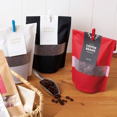 窓あきスタンド袋 マット【カードテンプレート】 Sugar Packaging, Biscuits Packaging, Bread Packaging, Fruit Packaging, Food Packaging Design, Coffee Packaging, Packaging Design Inspiration, Pouch Packaging, Coffee Latte Art