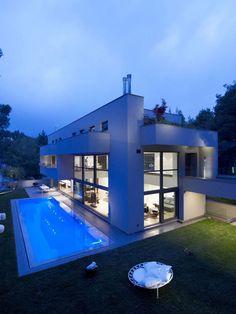 Modern Residence in Greece, an Open Outdoor-Indoor Dialogue