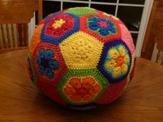crochet soccer ball made from crochet hexagon and crochet pentagon motifs Crochet Ball, Crochet Motif, Crochet Toys, Knit Crochet, Crochet Patterns, Hexagon Crochet, Ravelry Crochet, Crochet Stitches, Crochet Bikini