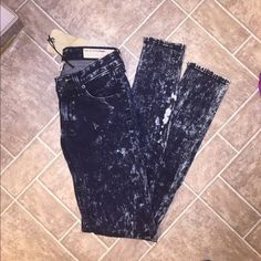 NWT Acid washed jeans I'd keep them but they're too small. Reposhing. So pretty and soft! rag & bone Jeans Skinny