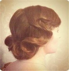 Elegant 1920's inspired vintage hairstyle: Beautiful vintage bridal hair created with detailed finger-waves.