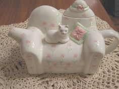 teapot - I love that tiny kitty in the middle!