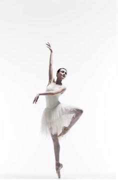 Amber Scott in Australian Ballet's/Graeme Murphy's Swan Lake.  Photograph by Liz Ham.
