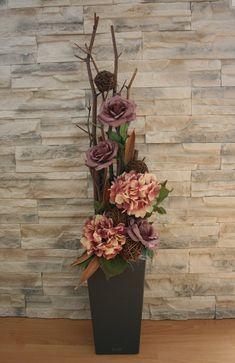 Luxusní dekorace s růžemi a hortenziemi Tropical Floral Arrangements, Large Flower Arrangements, Artificial Floral Arrangements, Christmas Arrangements, Vase Arrangements, Flower Vases, Artificial Flowers, Floor Vase Decor, Vases Decor