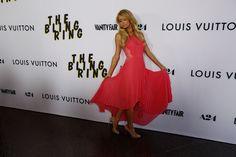 Quand Paris Hilton fait modestement la promo du film dans lequel elle fait une apparition.