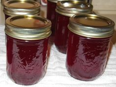 Guide to making and canning crab apple jelly including step by step instructions, needed equipment, and pictures of the process. Apple Recipes To Freeze, Crab Apple Recipes, Jelly Recipes, Jam Recipes, Canning Recipes, Fruit Recipes, Recipies, Shake, Crab Apple Jelly