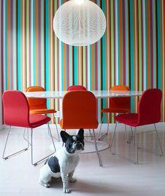 wandgestaltung ideen esszimmer tapete streifenmuster rote stühle