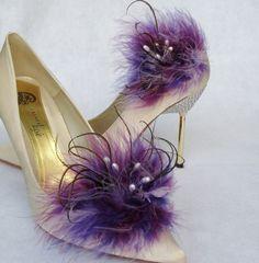 Purple feather shoe clip.