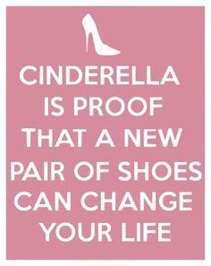 Cendrillon est bien la preuve qu'une nouvelle paire de chaussures peut changer votre vie ! #shopping #humour #fun #fashionvictim #Confessionsduneaccrodushopping #sophiekinsella #kinsella #accroshopping #laccrodushopping #pocket  #becky #lecture #shoppingaddict #shoes