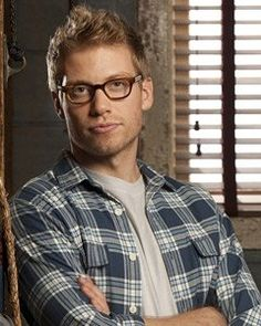 Barrett Foa, Eric Beale on NCIS: LA he's one of my favorite characters on the show. Ncis Los Angeles, Best Tv Shows, Favorite Tv Shows, Movies And Tv Shows, Detective, Eric Christian Olsen, Ncis New, American Series, Popular People