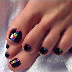 La decoración en las uñas de pies (pedicura) es igual de importante que la de las manos, es por eso que no puedes dejar de estar al tanto de lo más novedoso...