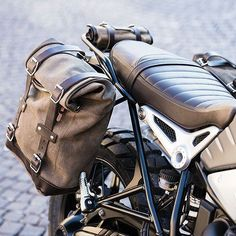 Ready for your weekend trip? With our side panniers we've got you covered. Available on Unitgarage. Motorcycle Seats, Motorcycle Camping, Motorcycle Style, Women Motorcycle, Vintage Cafe Racer, Cbx 250, Bike Saddle Bags, Guzzi V7, Motorcycle Saddlebags