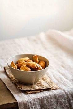 - VANIGLIA - storie di cucina: Madeleines à la fleur d'oranger et aux amandes e perchè i cibi assomigliano ai luoghi