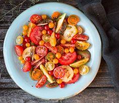 Bilde av tomatsalat Frisk, Kung Pao Chicken, Ratatouille, Bruschetta, Chicken Wings, Pasta Salad, Tapas, Low Carb, Yummy Food