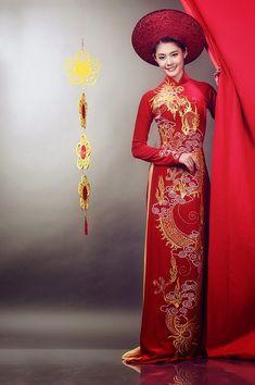 Viet Nam: food and culture : Vietnamese traditonal women's dress: Ao Dai