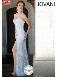 New Bridal carries the latest bridal gown trends, bridesmaid & flower girl dresses and accessories for all occasions. http://www.bridaldreamsmall.com